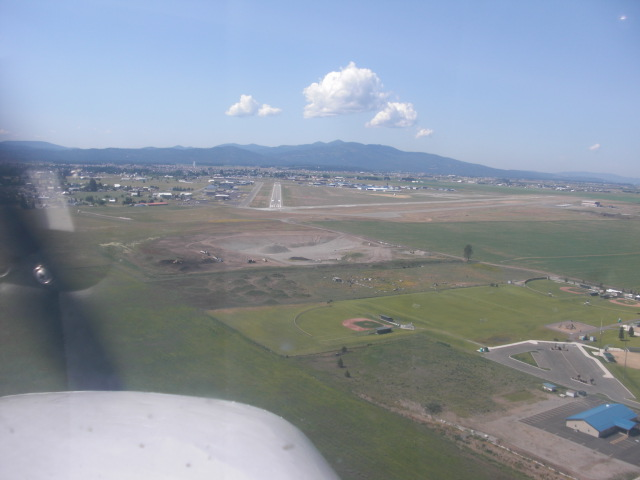 c-d-a-airport-final-approach1.JPG